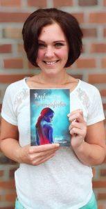 "Katja Hünniger mit dem Roman ""Kopfgewitter in Himmelsfarben"""
